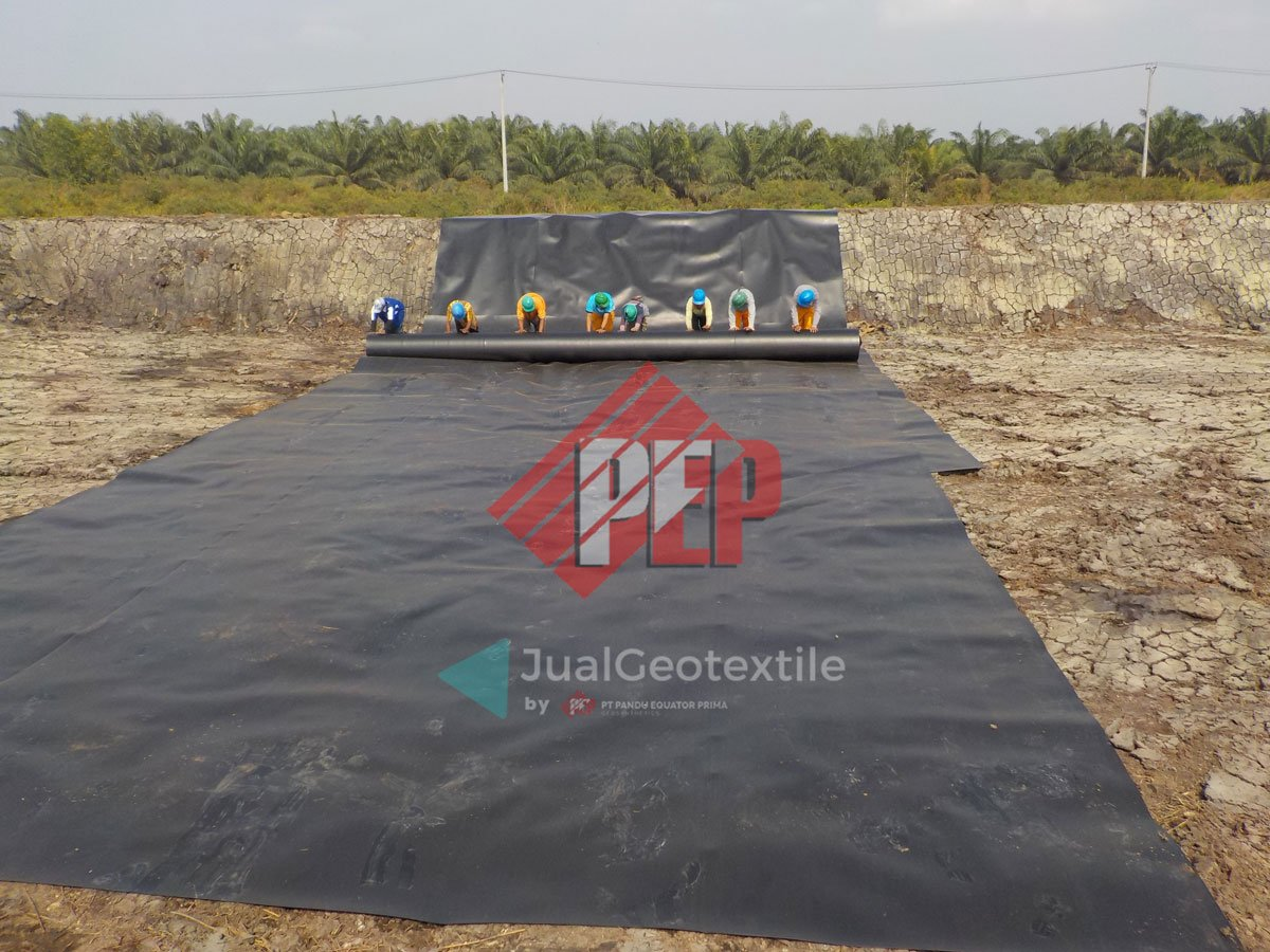 Pemasangan Geomembrane HDPE