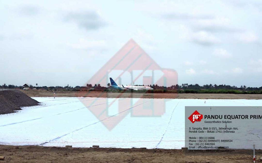 Pekerjaan Pemasangan Geotextile Non Woven Pada Pembangunan Apron Terminal 3 Bandara Soekarno Hatta